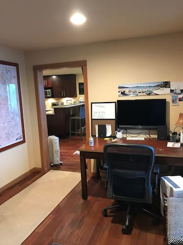 Entry room with desk