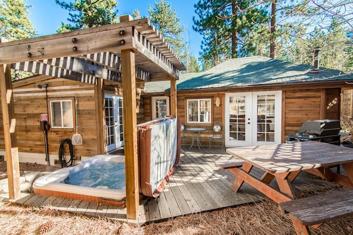 Updated Lake Tahoe House w/ Hot Tub