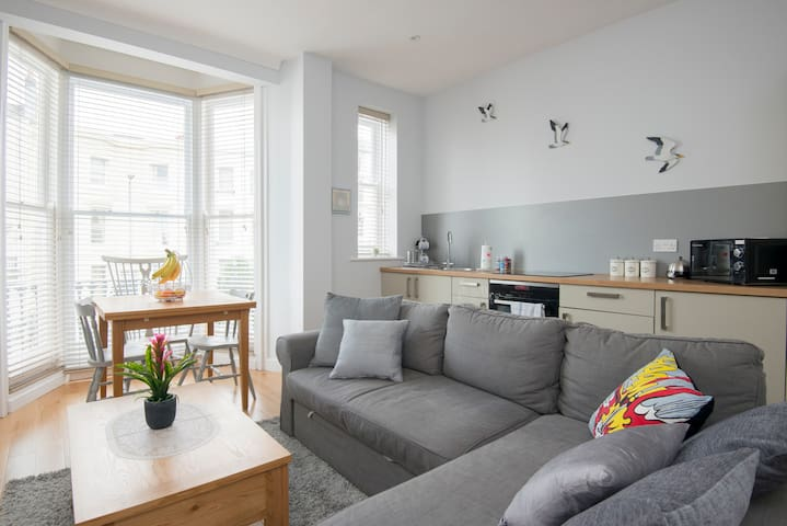 Bright and modern one bed flat
