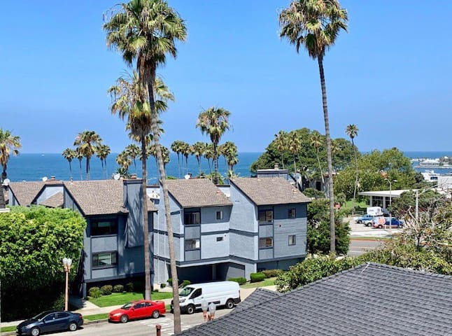 1 Bedroom Redondo Beach  Walk to the beach 3-5 min