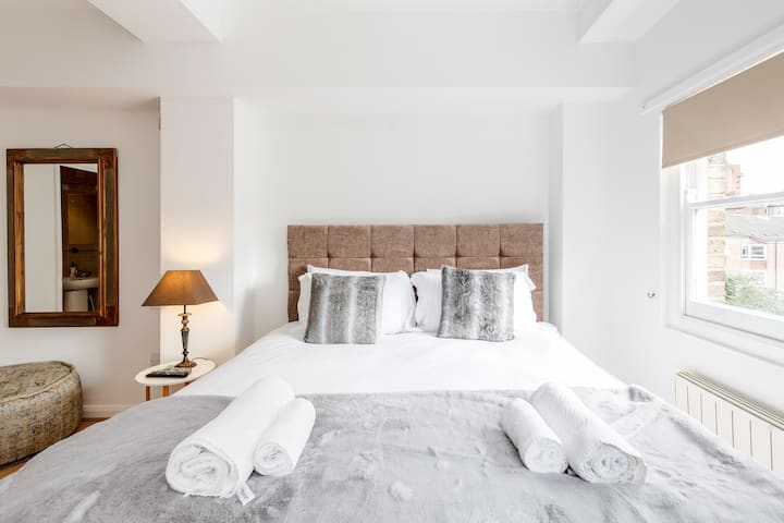 Professionally cleaned Stylish 2 bed apartment in Chelsea, Kings Road