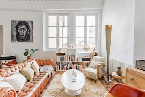 Quiet, Colorful Apartment Close to the Opera House