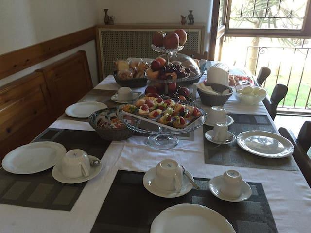 Bed&Breakfast Luna Bianca - Rozzano - Aamiaismajoitus