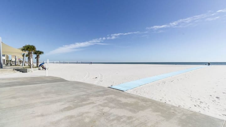 Amazing Location in the Heart of Gulf Shores! Newly Renovated!