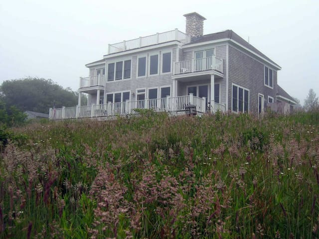Grand 5BR Aquinnah House on Martha's Vineyard - Aquinnah - Rumah