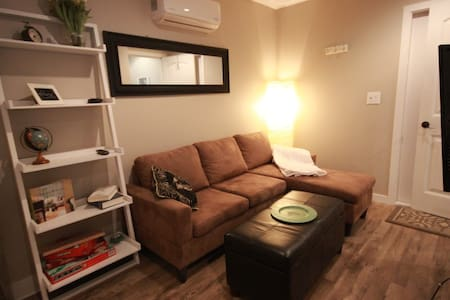 Cozy Downtown Guest Home - Kamloops - Gästhus