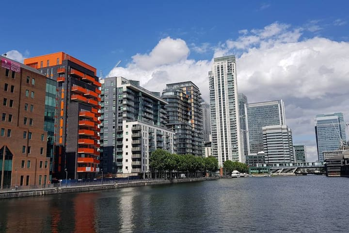 Canary Wharf 1 bedroom apartment - water view