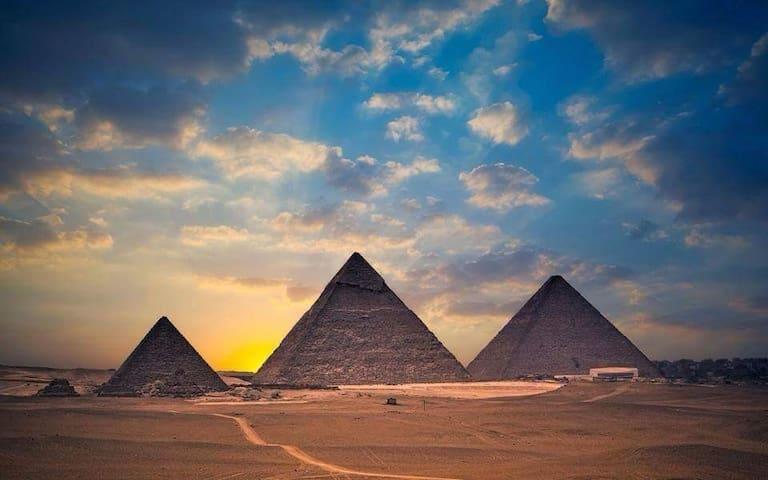 Pyramids view family apartment
