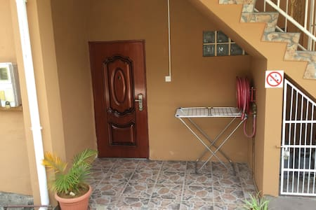 JAL 1 bedroom near town - Beau Vallon - Lakás