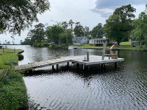 Lake house near I-95, boat accessible, and kayak.