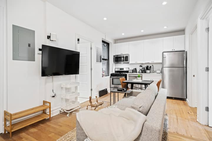 Trendy Private Bedroom in Greenpoint