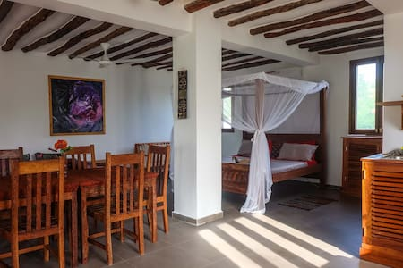 Kimurimuri - Gorgeous Beachfront Flat with Pool