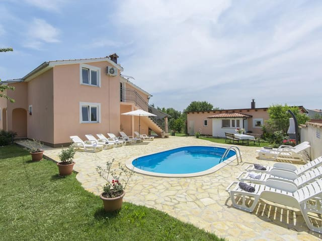 Villa Angelina - dom s pogledom za 12 osoba!