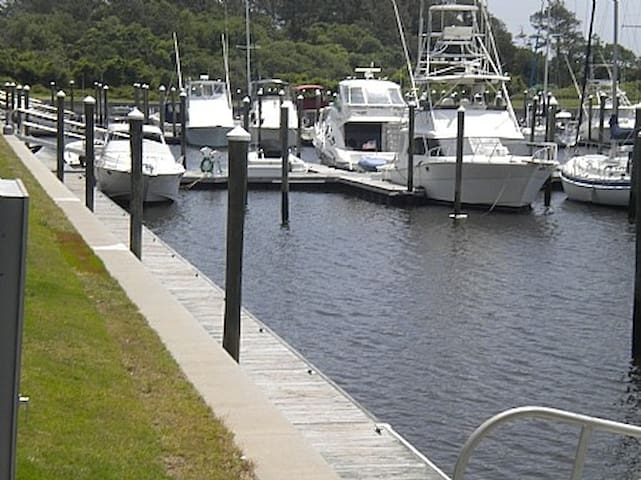 30' Boat Slip-South Harbour