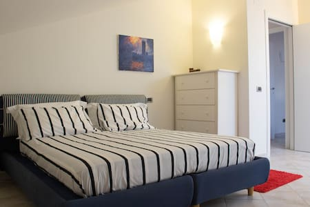 Cozy Room in Villa - free parking garden breakfast - Teramo - Villa
