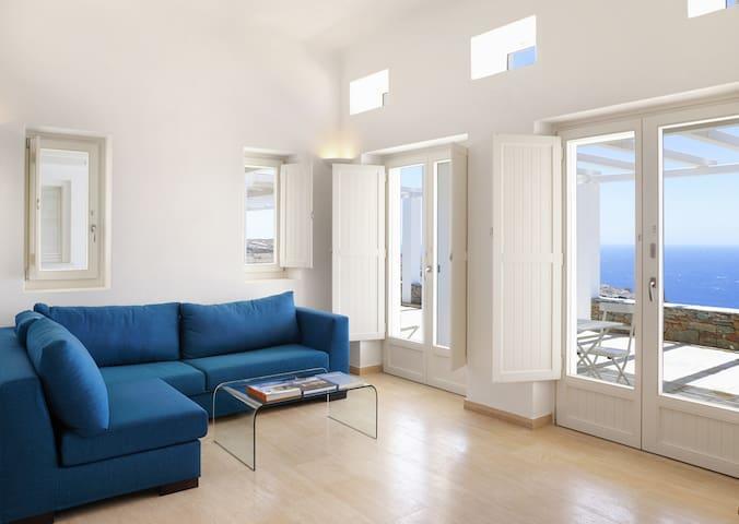 Green Luxury Villas: 4 Bedrooms, 4 Bathrooms - Folegandros - Bed & Breakfast