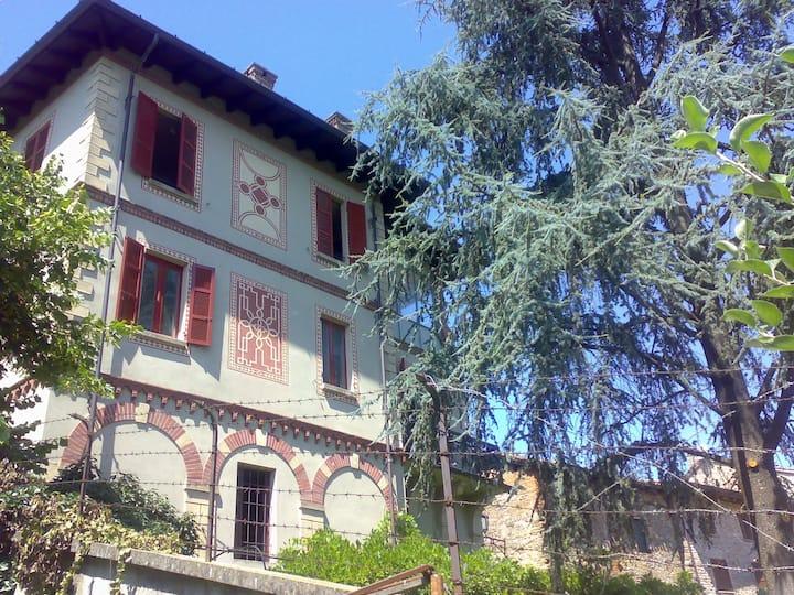 Luxury apartment in historic villa near castle