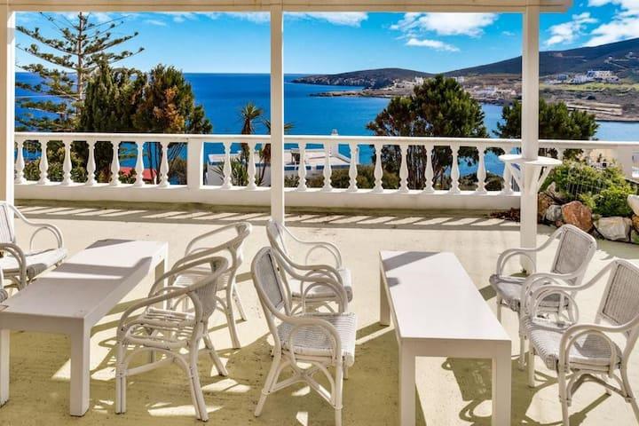 Malena Cuoco Syros- Zeus suite