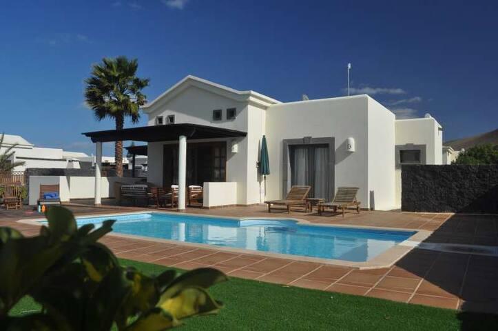 Villa RUFATRI in Playa Blanca for 4 - Platja Blanca - Casa de camp