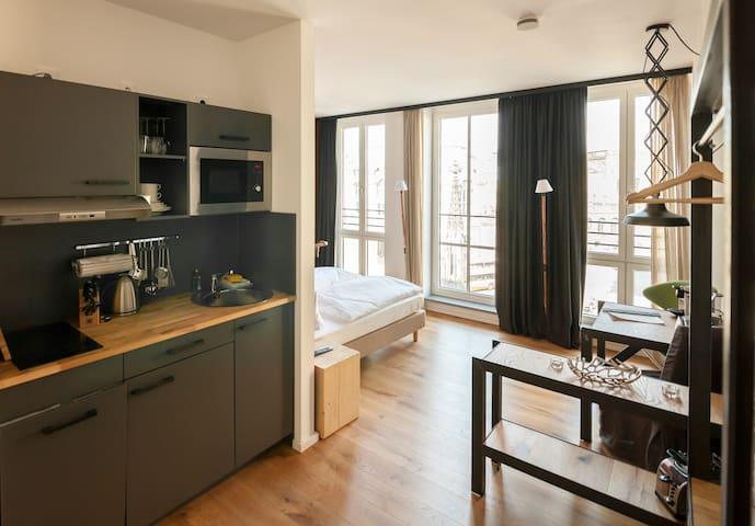 FELIX Suiten im Lebendigen Haus am Zwinger, (Dresden), Suite XS, 27qm, 1 Wohn-/Schlafraum, max. 2 Personen