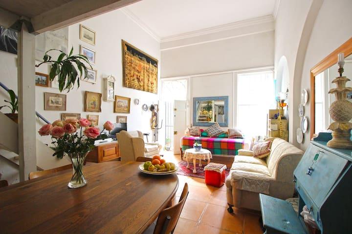 Charming, Cosy Home in Central De Waterkant - เคปทาวน์ - บ้าน