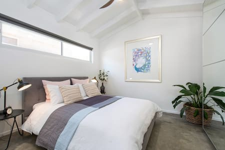 Valentine Lodge-Luxury Accommodation, Manly Vale - Manly Vale