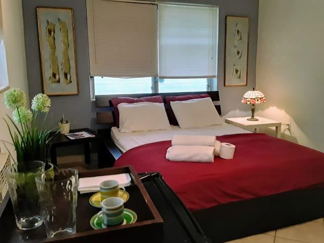 Exellent  /Miami Beach/ Room and bath Private/3