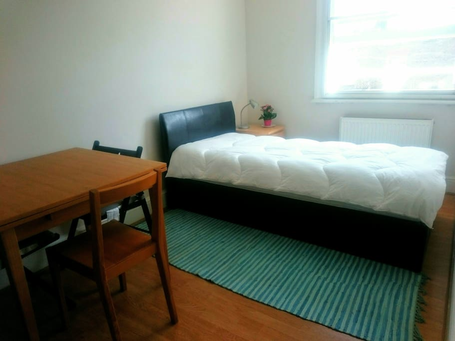The second bedroom has a single bed for one person. A good desk provides you a work place.