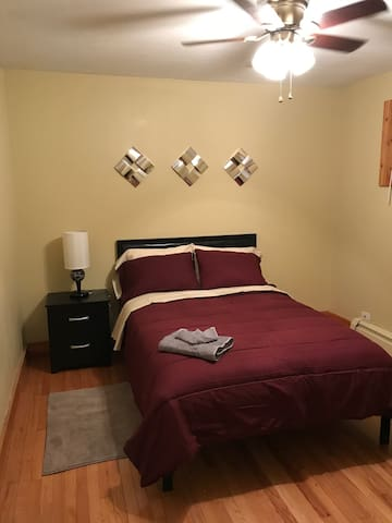 102 Beautiful Remodeled Private Room Free wifi 102