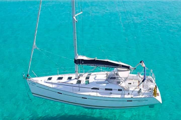 Sailboat Beneteau Oceanis 39.3