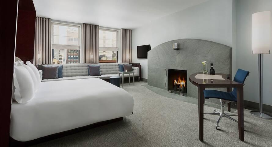 Large Midtown Manhattan Penthouse
