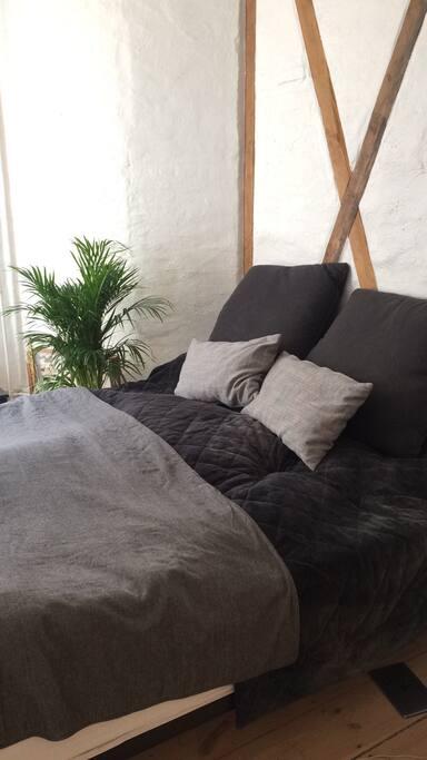 Bedroom dooble bed