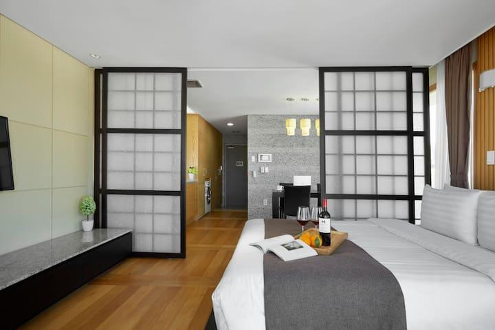 제주 오션팰리스호텔 (Oriental Deluxe Double Room)