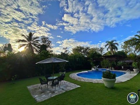 Villa Reydan- 2 Pisos, Piscina y Jacuzzi!