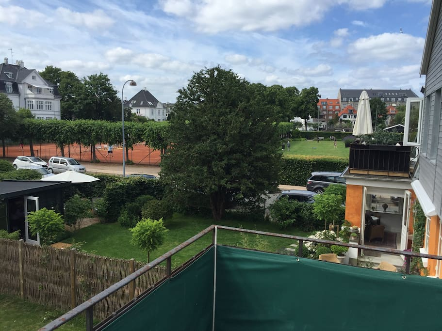 Balcony view, tenniscourts & park
