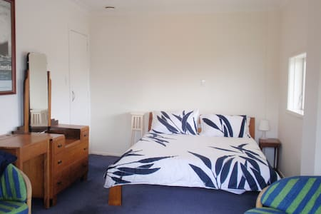 Central Auckland private bedroom/bathroom/entrance - Auckland - Casa