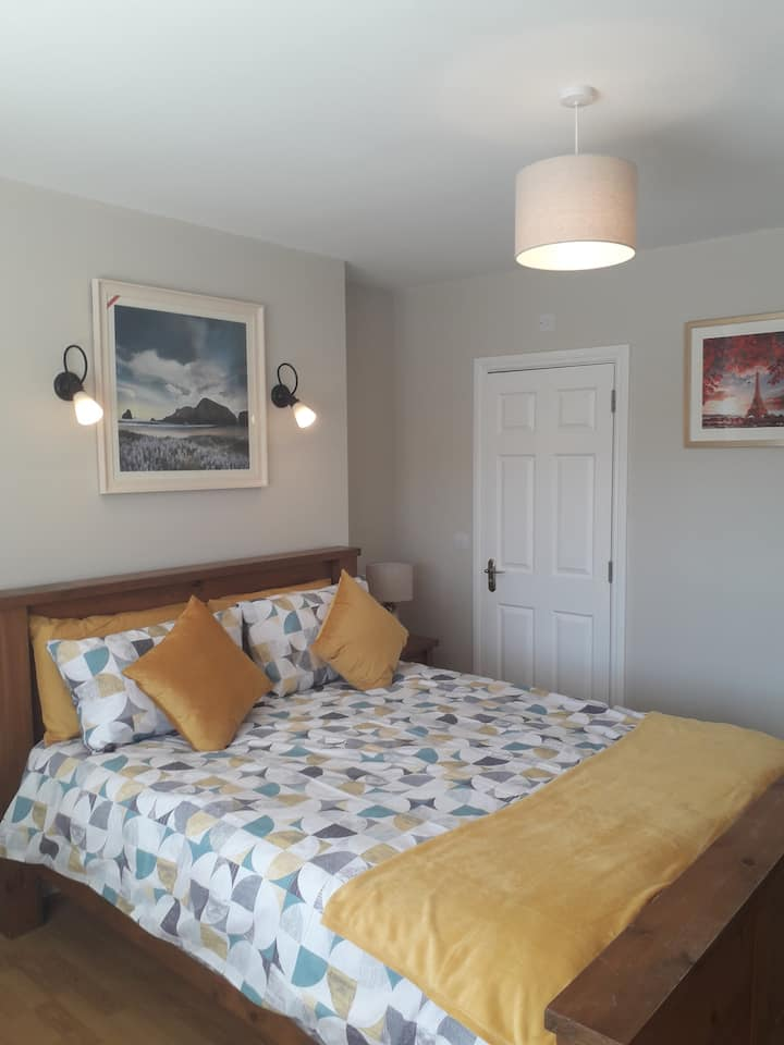 Cosy Comfortable self catering king size room