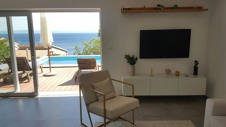 Villa with heated pool close to the beach