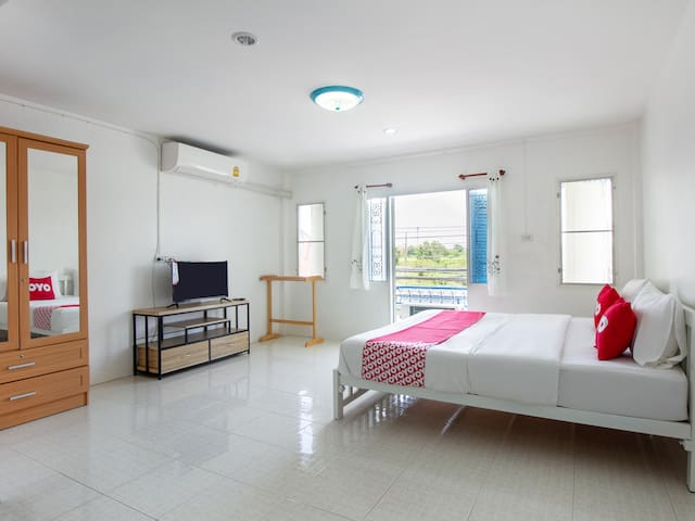 Standard Double in OYO 908 Sabai Place