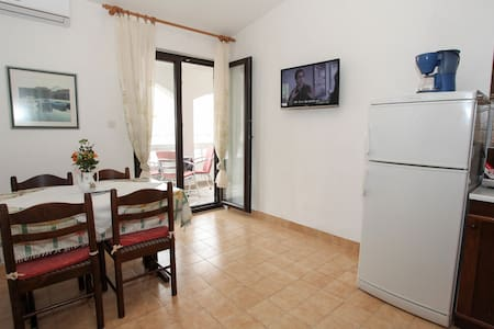 Great apartment near the sea and beaches for 4 - Pag - Leilighet