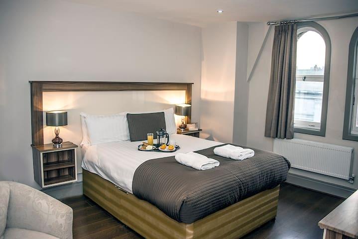 Sir Thomas Street - Standard Double Room - Ensuite