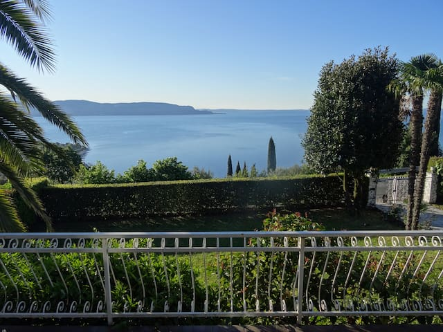 Panoramic view, small pool and place for children - Toscolano Maderno - Casa