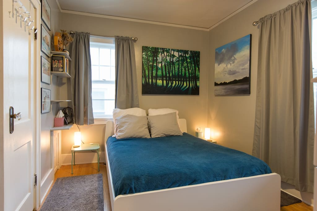 Queen bed, guest bedroom
