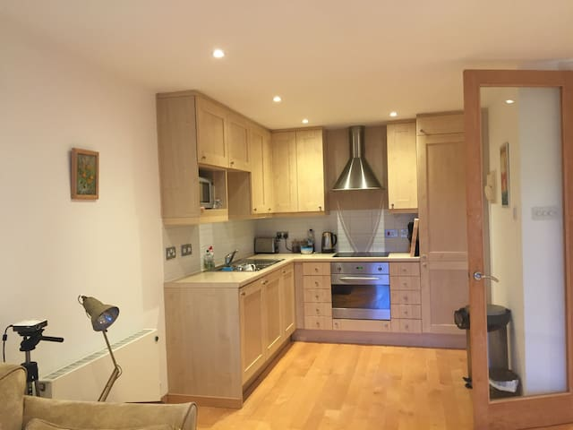 Spacious one bed open plan apartment - Highgate - Londres - Appartement
