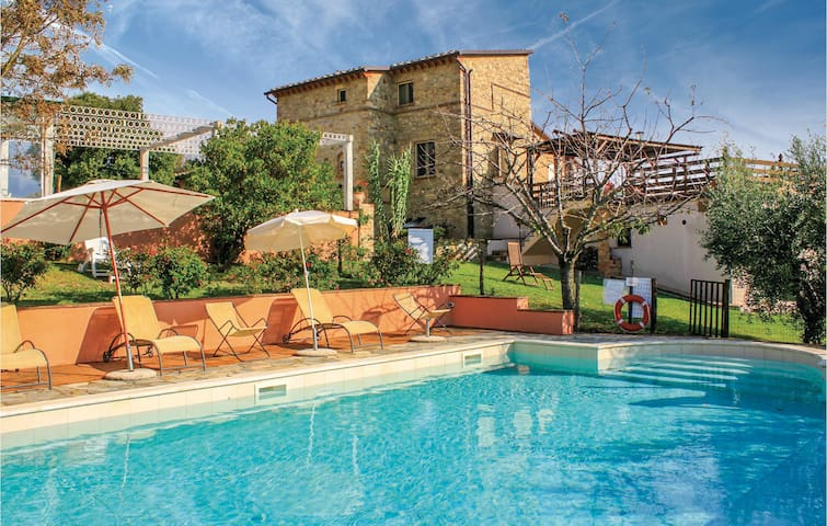 Holiday apartment with 2 bedrooms on 65 m² in Todi (PG)