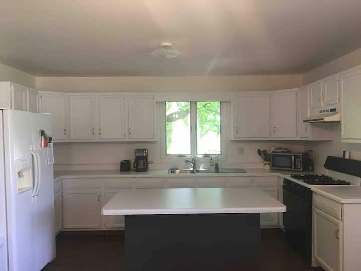 Great home in downtown Vestaburg!