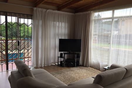 Self contained studio apartment - Roodepoort