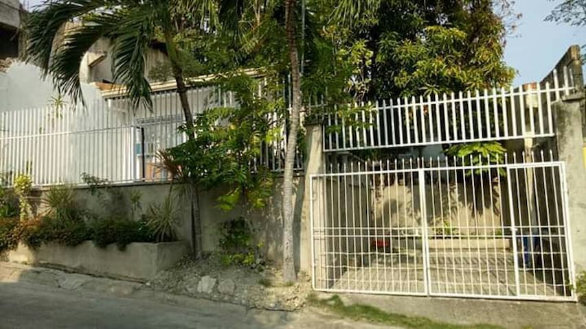 bed and breakfast Rooms 4 RentTalisay Cebu w/ pool
