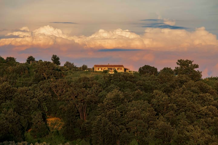 Casetta Tartuchino on top of Tuscan hills