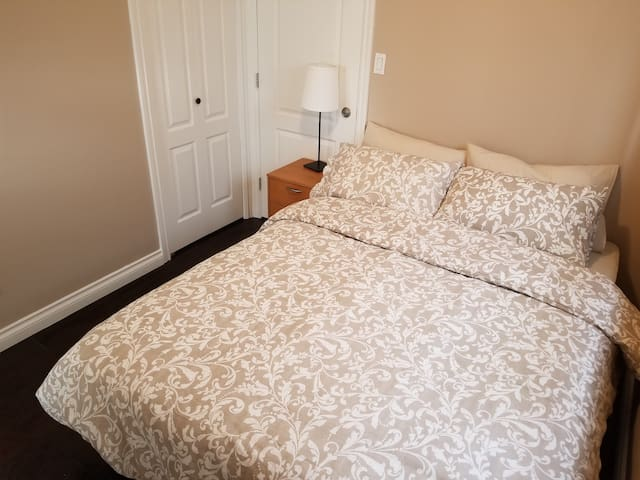 ~ CONVENIENT EAST VAN HOME ~ CLOSE TO EVERYTHING